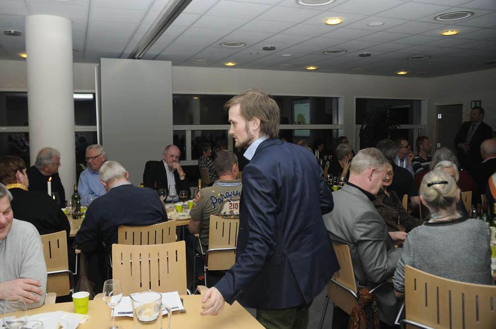 Christian Jørgensen servicerer gæsterne