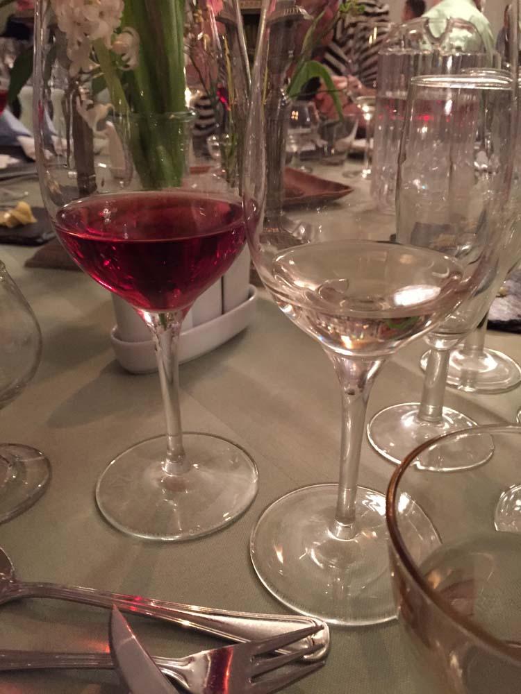Cypriotisk vin i glassene