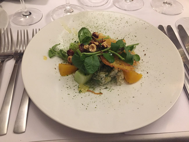 Salat af varmrøget torsk