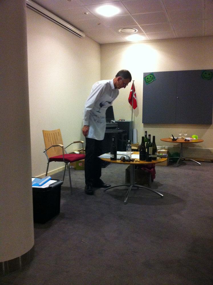 Arne gør klar til næste vin